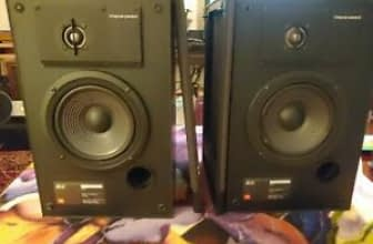 A Pair Of Vintage JBL 62 Bookshelf Speakers JBL